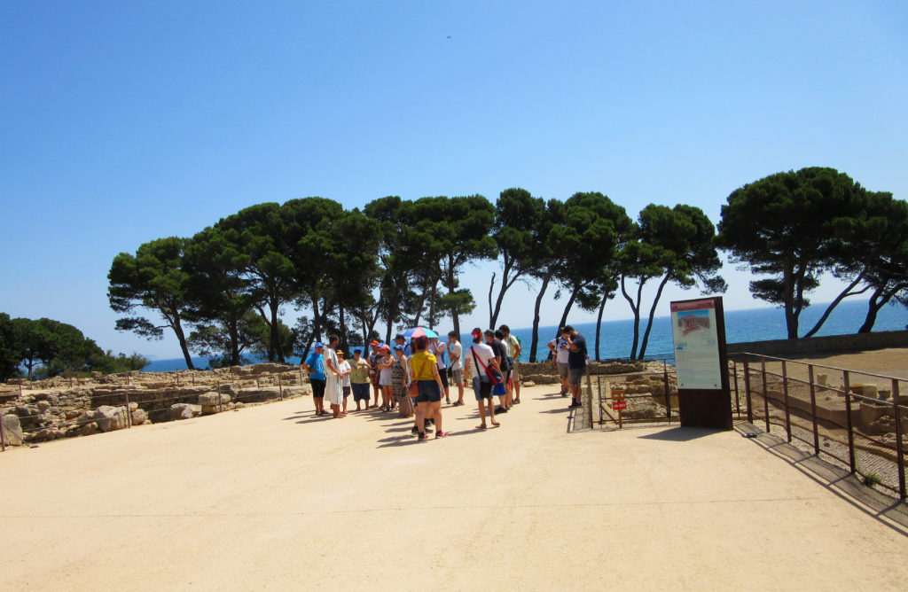 A group of adults from the Ramon Noguera Foundation visiting Empúries in 2019. Image by the Ramon Noguera Foundation.