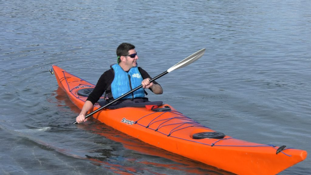 Isaac Padrós practising sea kayak in the Costa Brava. Image by MultiSignes.